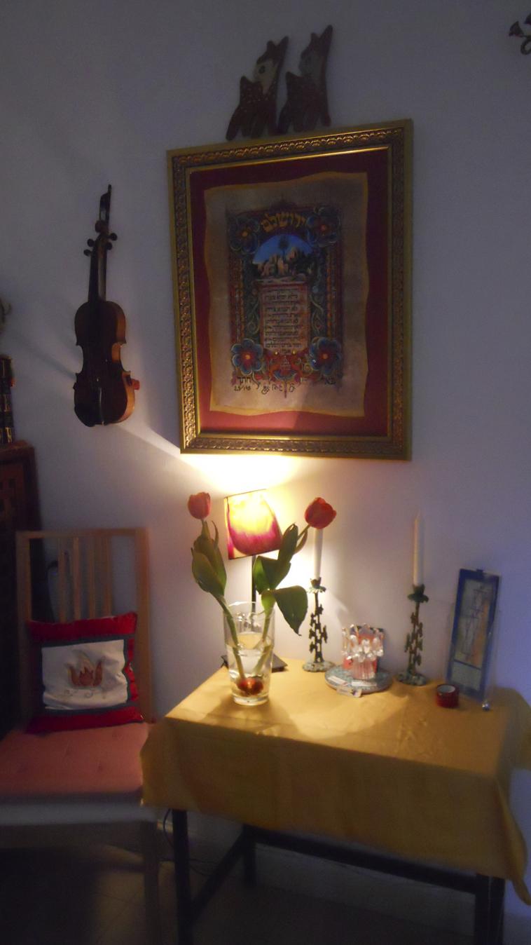 shabbat candle table at JLM_sm